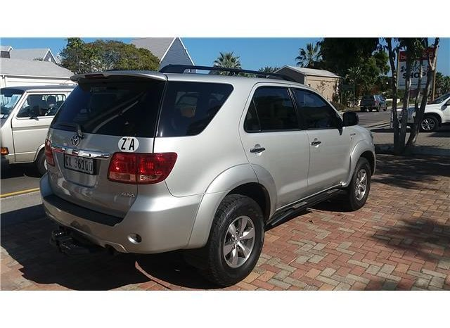Toyota Fortuner 3.0 D-4D 4×4 full